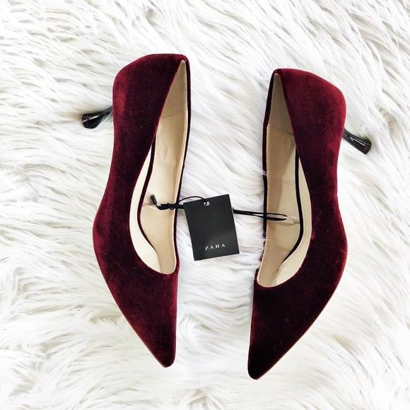 34375295810 NWT Zara burgundy wine velvet court heels